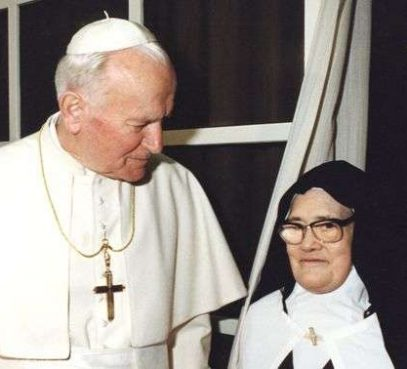 Hoje a vidente de Fátima Irmã Lúcia completaria 113 anos
