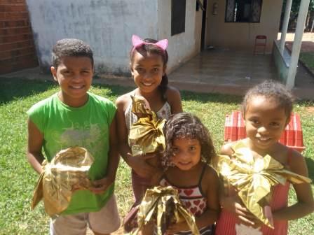 Projeto Comunhão e Vida distribuem ovos da Páscoa