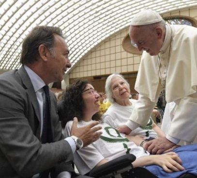 Papa: pessoas com deficiência têm o direito de receber os Sacramentos