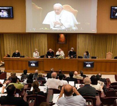 O Papa: ninguém é dono dos dons recebidos para o bem da Igreja
